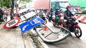 Hai xe va chạm kéo gãy thanh giới hạn chiều cao, giao thông ùn tắc 5km