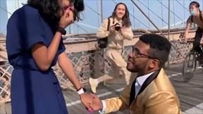 Màn cầu hôn lãng mạn trên cầu treo nổi tiếng và tình huống bất ngờ