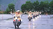 Xem nữ CSGT luyện tập dẫn đoàn, điều khiển mô tô điêu luyện
