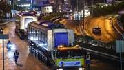 Siêu xe vận chuyển 110 bánh đưa tàu metro về 'dinh'