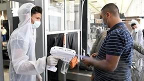 Covid-19: Mỹ tăng vọt số ca nhiễm mới, London siết chặt phong toả
