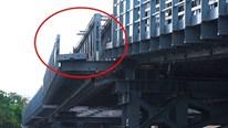 Cầu An Phú Đông 80 tỷ chưa thông đã bị sà lan tông lệch 1 mét