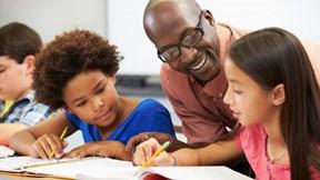 Quy trình biên soạn và lựa chọn sách giáo khoa tại Mỹ có gì đặc biệt?