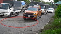 TP.HCM: Ngổn ngang ổ voi rộng gần 2 m trên đại lộ hơn 100 triệu USD