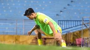 Văn Hậu nóng ruột muốn vào sân nhưng HLV Chu Đình Nghiêm 'lắc đầu từ chối'