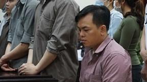 Phúc X.O bị teo cơ, không tự đi lại được, khóc lóc xin tòa giảm án