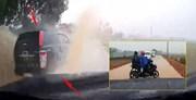 Xe bán tải tạt nước hàng loạt xe máy, người dân bất bình đuổi theo