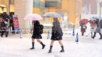 Tại sao nữ sinh Nhật Bản vẫn phải mặc váy đồng phục giữa trời đông?
