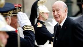 Covid-19: Cựu Tổng thống Pháp qua đời, hệ thống cứu thương Mỹ bên bờ sụp đổ