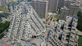 Chung cư 'kim tự tháp' ở TQ: Ban công rộng mênh mông vẫn bị ế hàng