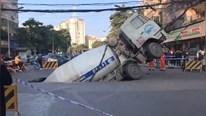 Hố tử thần khổng lồ nuốt chửng xe trộn bê tông giữa ngã tư