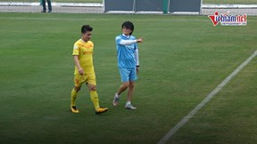 Quang Hải đau cơ đùi, rời sân sớm trong buổi tập ĐTVN