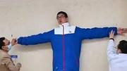 'Nỗi buồn' của cậu bé 3 tuổi cao 1,5m, giờ giành kỷ lục Guinness thế giới