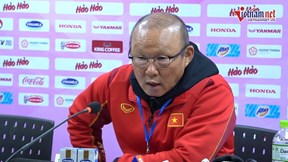 HLV Park Hang-seo: 'Tôi hỏi ý kiến Văn Quyết trước khi xếp đội hình'