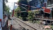 Đứng bên đường ray phơi quần áo, người phụ nữ bị tàu lửa tông tử vong