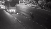 Vượt ẩu, xe tải tông người, cố tình cán nát xe máy rồi bỏ chạy