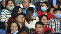 Viên Minh lặng lẽ cổ vũ Công Phượng từ khán đài sân Việt Trì