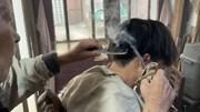 Cụ ông 91 tuổi với 70 năm tạo kiểu tóc bằng thanh sắt nóng gây sốt MXH