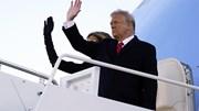 TT Trump lần cuối ngồi Không Lực 1, không quên 'hẹn ngày gặp lại'