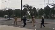 Thanh niên dùng côn nhị khúc tấn công CSGT khi bị xử lý vượt đèn đỏ