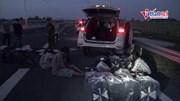 Đâm ô tô vào xe CSGT khi bị phát hiện chở 14.000 bao thuốc lá lậu