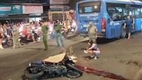 Không quan sát xe buýt, thanh niên lao tốc độ cao bị cán tử vong