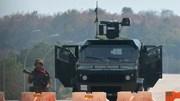 Xe quân sự chạy trên đường phổ ở Myanmar sau chính biến