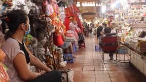 Chợ Bến Thành vắng khách, tiểu thương điêu đứng những ngày cận Tết