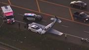 Máy bay hạ cánh khẩn cấp xuống cao tốc, đâm trúng đầu ô tô