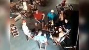 Vợ mang súng vào quán bắn chết cô gái trẻ ngồi cạnh chồng