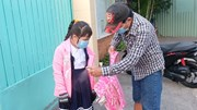 Học sinh TP.HCM đeo khẩu trang, rửa tay, đo thân nhiệt nhập học trở lại