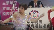 Quý bà 60 tuổi gây ấn tượng mạnh với màn khiêu vũ trên xe lăn