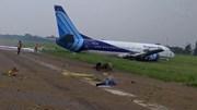 Khoảnh khắc Boeing 737 của Indonesia 'mài bụng' trên đường băng