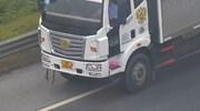 Không quen đường, xe tải liều lĩnh đi lùi trên đường cao tốc