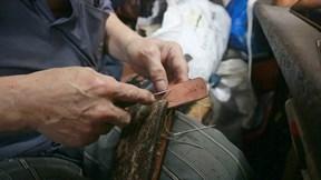 Người cuối cùng làm đồ da thật thủ công ở Hà Nội