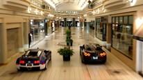 Xem Bugatti đua tốc độ với Nissan GT-R ngay trong trung tâm thương mại