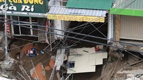 Xuất hiện 'hố tử thần' ở Hà Nội, sơ tán khẩn hàng chục hộ dân