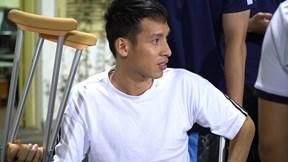 Đỗ Hùng Dũng ngồi xe lăn ra cổ vũ, Hà Nội lại 'thua đau' trước Viettel