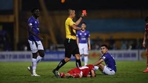 Tân HLV Hà Nội 'trách' trọng tài quá mạnh tay khi rút thẻ đỏ với Đức Huy