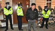 Đại sứ Myanmar tại Anh bị nhốt ngoài ĐSQ, cáo buộc cấp dưới chiếm quyền