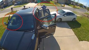Bố và con gái thoát chết khi bị ô tô mất lái lao tới