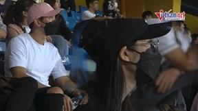 Văn Hậu lần đầu đưa bạn gái tin đồn -Top 10 Hoa hậu Việt Nam đến sân