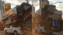 """Xe bán tải F-150 chở cả """"núi đồ"""" vẫn chạy bon bon trên đường"""