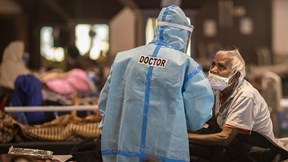 Covid-19: Ấn Độ tăng vọt ca tử vong, TG có thể kiểm soát dịch vào tháng tới