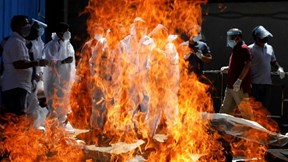 """Covid-19: Ấn Độ """"sa vào địa ngục"""", Lào và Campuchia mạnh tay dập dịch"""