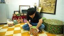 Thầy giáo miền Tây lập kỷ lục với túi xách làm từ ... bao mì gói