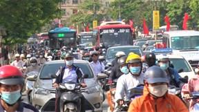 Ô tô, xe máy đổ về cửa ngõ Thủ đô trước nghỉ lễ, nhiều tuyến đường ùn tắc