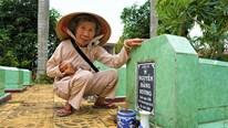 Nữ thương binh liệt nửa người bán vé số suốt 50 năm xây mộ cho liệt sĩ
