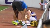 Duy Mạnh đau đớn ôm chân sau va chạm trong trận Hà Nội thắng 3 - 1 Sài Gòn