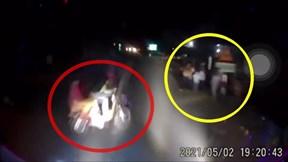 Băng qua đường, 2 học sinh bị xe khách tông thương vong